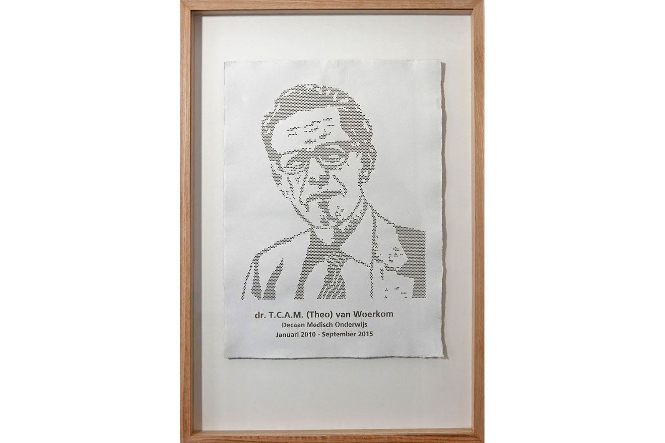 Lasercutting portret in handmade paper